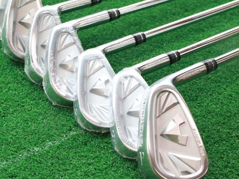 Người chơi nên lựa chọn những cây gậy Wedge có độ chênh lệch 4 độ để tạo lực đánh tốt hơn