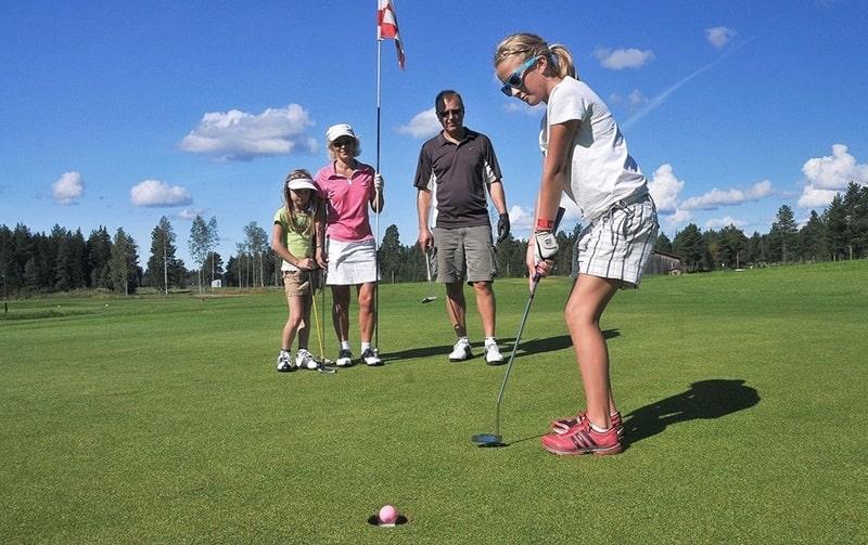 Golf là môn thể thao giúp trẻ em tăng cường tư duy
