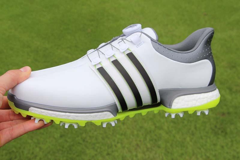Một đôi giày tốt sẽ giúp golfer có được cú swing hoàn hảo