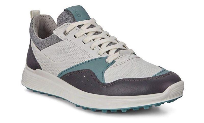 Giày Ecco có khả năng chống thấm nước vượt trội
