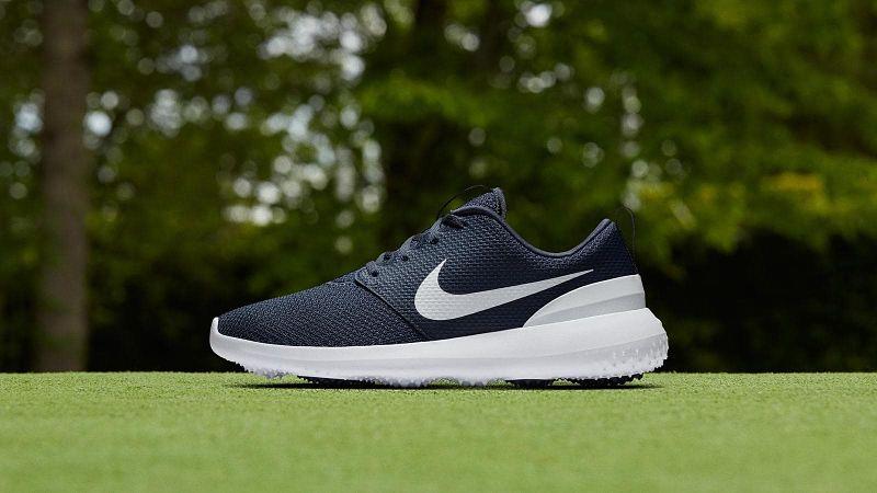 Giày golf nam có trọng lượng nhẹ giúp bạn không mất nhiều sức lực khi di chuyển
