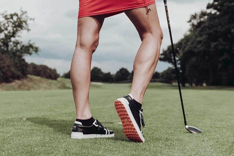Giày golf nữ hiện nay được may từ nhiều chất liệu