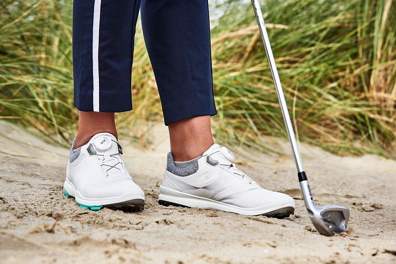 Giày golf nữ da tổng hợp được nhiều người lựa chọn