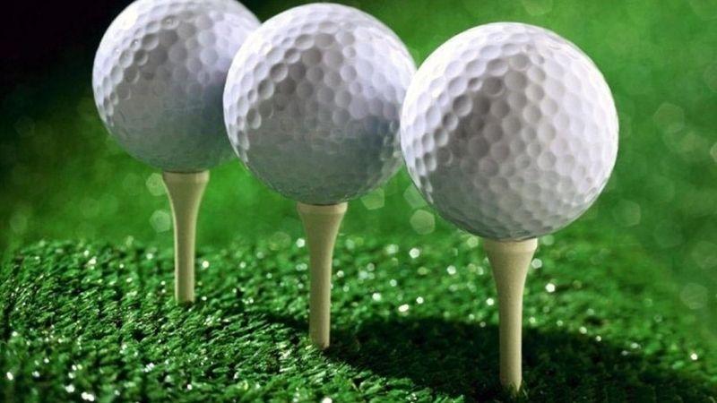 Tee golf là phụ kiện rất quan trọng khi golfer đánh bóng
