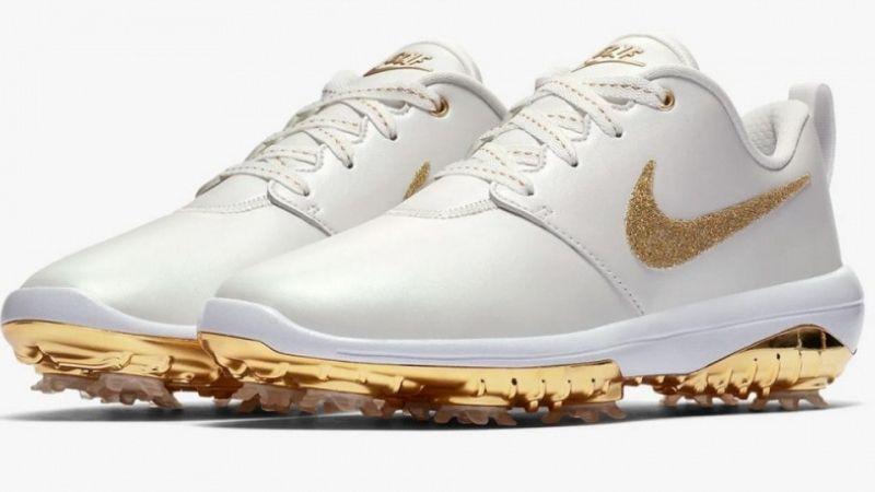 Giày golf giúp người chơi di chuyển vững chắc trên mọi địa hình