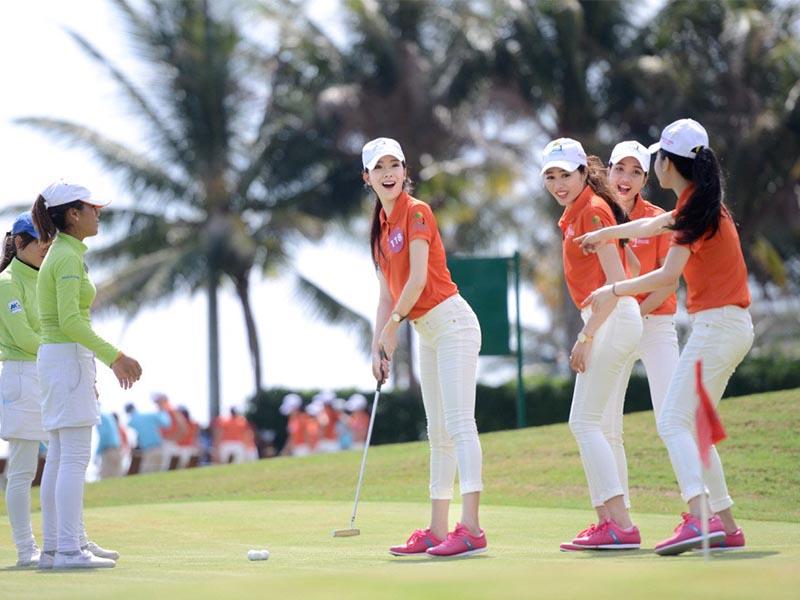 Thương hiệu thời trang golf Nike được nhiều người ưa chuộng