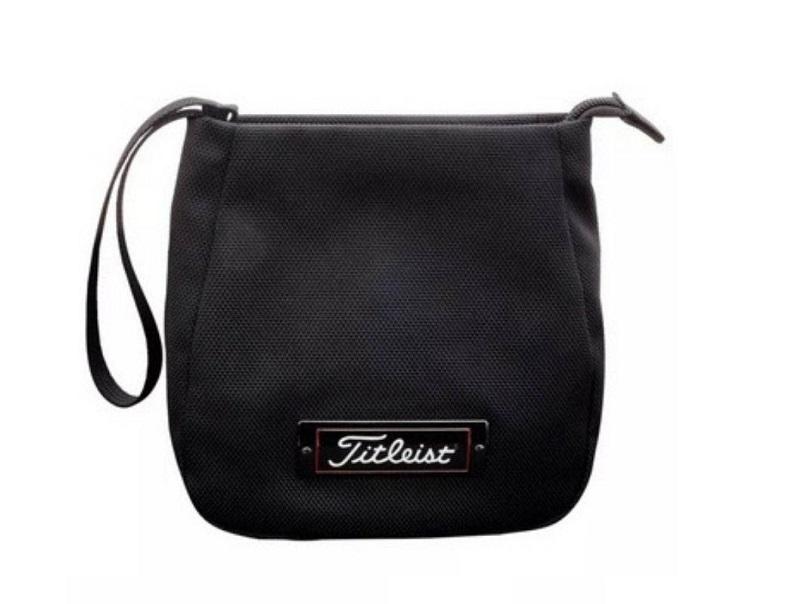 Túi golf cầm tay dạng khóa zip của Titleist
