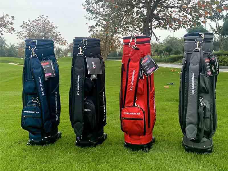 Golfer nam nên chọn mẫu túi có thiết kế đơn giản, lịch lãm