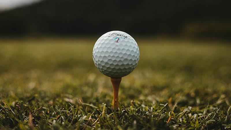Ở Fourball, mỗi người chơi sẽ đánh bóng của riêng mình
