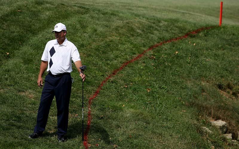 Thông thường, sẽ có cọc hoặc đường kẻ vàng hoặc đỏ đánh dấu vị trí có bẫy nước