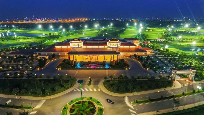 Sân Tân Sơn Nhất rực rỡ ánh đèn vào ban đêm