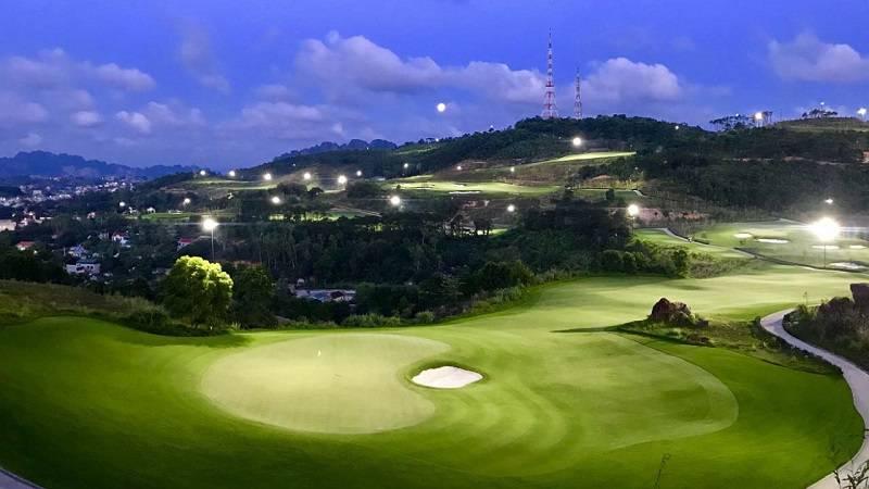 Toàn cảnh sân golf Hạ Long thơ mộng về đêm