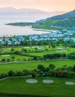 Vinpearl golf Nha Trang thơ mộng với bờ biển dài 800m.