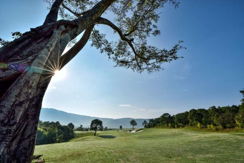 Giá dịch vụ chơi golf tại sân golf Đà Ròn chênh lệch tuỳ thuộc vào các ngày trong tuần