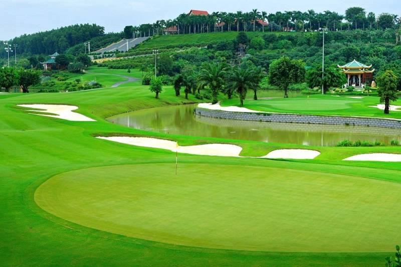 Sân golf Rạch Chiếc có tổng diện tích là 5 ha