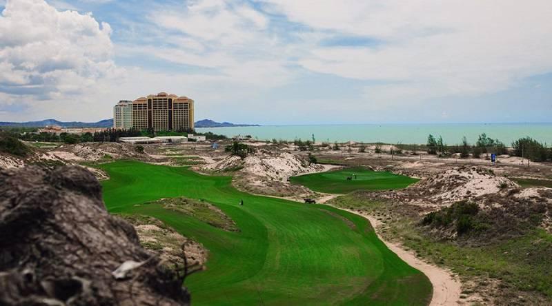 Khung cảnh đặc biệt của Sân golf Vũng Tàu The Bluffs Hồ Tràm Strip