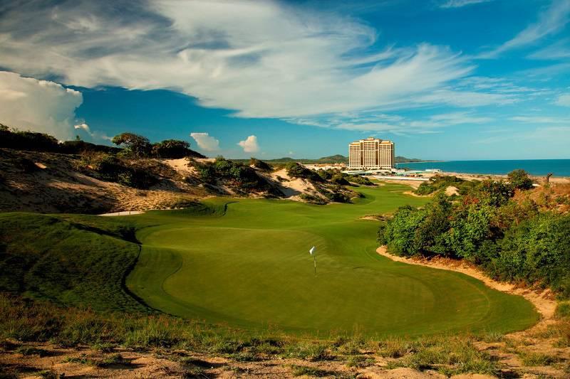 Giá các dịch vụ chơi golf trên sân thường hay thay đổi nên không có bảng chuẩn