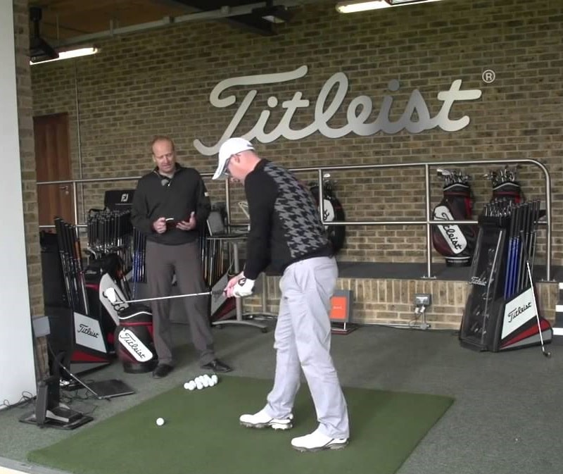 trải nghiệm chơi golf với gậy ap1 titleist
