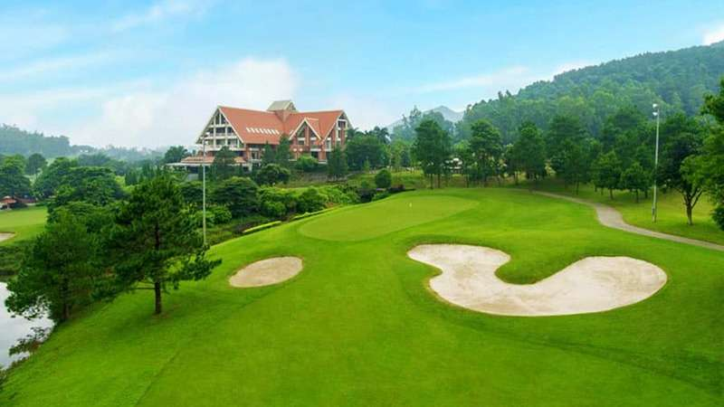 Tam Đảo Golf & Resort tọa lạc tại Hợp Châu, Tam Đảo, Vĩnh Phúc, cách Trung tâm thành phố Hà Nội khoảng 65km