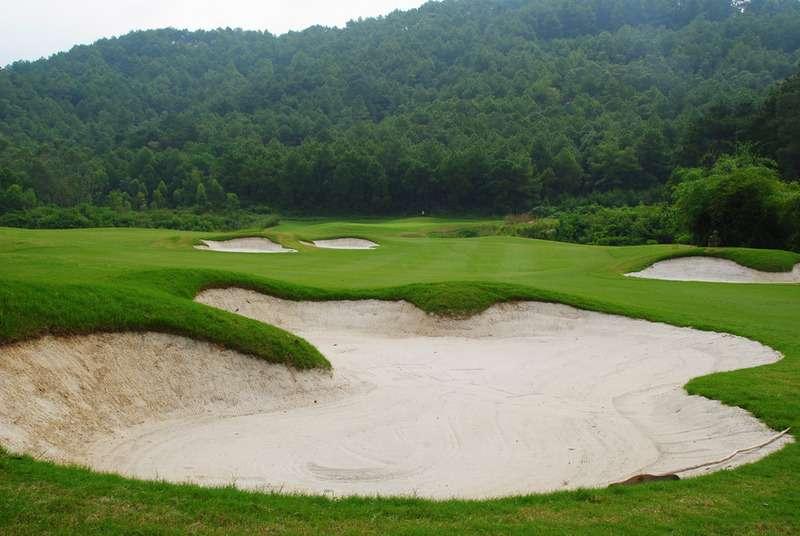 Điểm nổi bật của Dai Lai Star Golf & Country Club là địa hình đồi núi đặc trưng