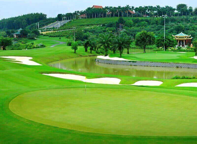 Sân golf Đồng Mô có thiết kế ấn tượng