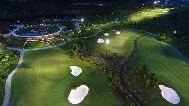 Khi đến với sân golf Bà Nà Hills, trung bình khách hàng cần chi trả khoảng 3-4 triệu để sử dụng dịch vụ tại đâ