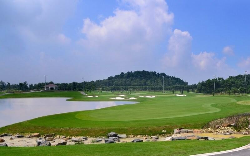 Quần thể sân golf này chỉ cách khu vực trung tâm thành phố Hải Phòng khoảng 20km