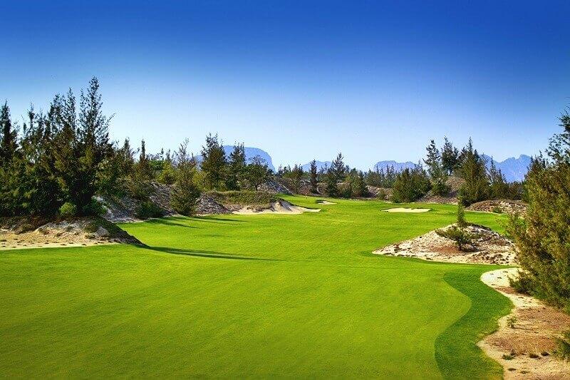 BRG Đà Nẵng Golf Resort nằm tại ven biển thuộc khu vực miền Trung