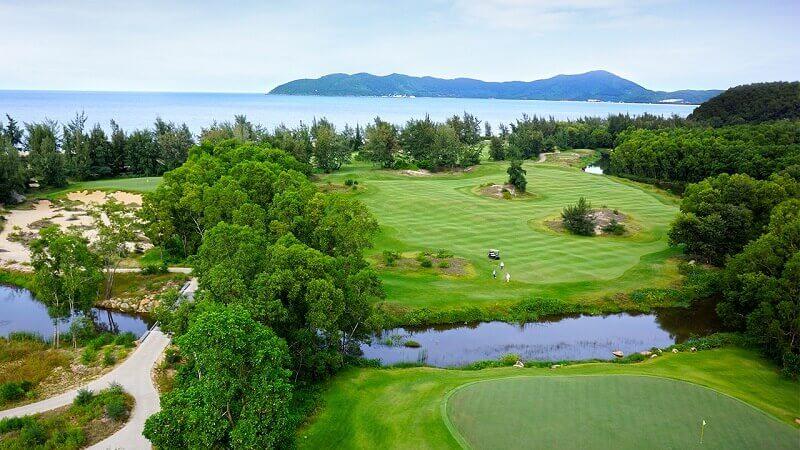 Lăng Cô Golf Club là một trong những sân golf lớn nhất Đông Nam Á