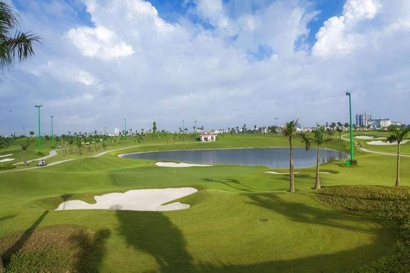 Sân có thiết kế 3 lỗ golf với chiều dài đạt chuẩn quốc tế. Par 3 có tổng chiều dài là 174 yards
