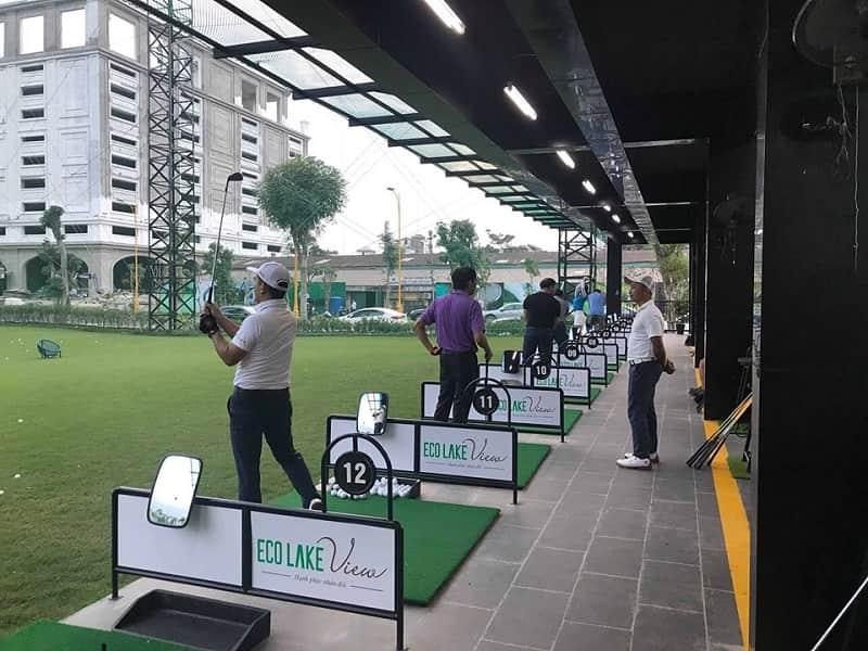 hình ảnh golfer tập luyện