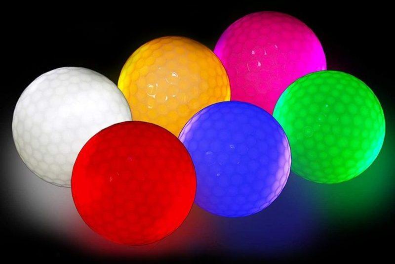 Với bóng phát sáng, người chơi sẽ dễ dàng xác định đường bóng trong điều kiện thiếu sáng