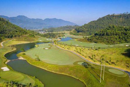 Toàn cảnh sân golf Geleximco Hòa Bình