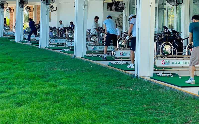 Sân tập golf được người chơi yêu thích