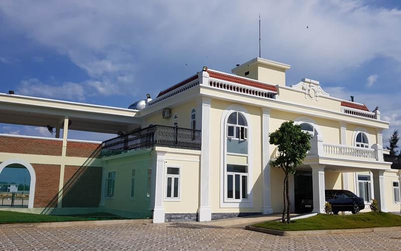 Khu nhà dịch vụ của sân golf Cửa Việt