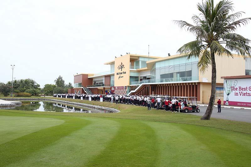 Nhà câu lạc bộ hiện đại và quy mô