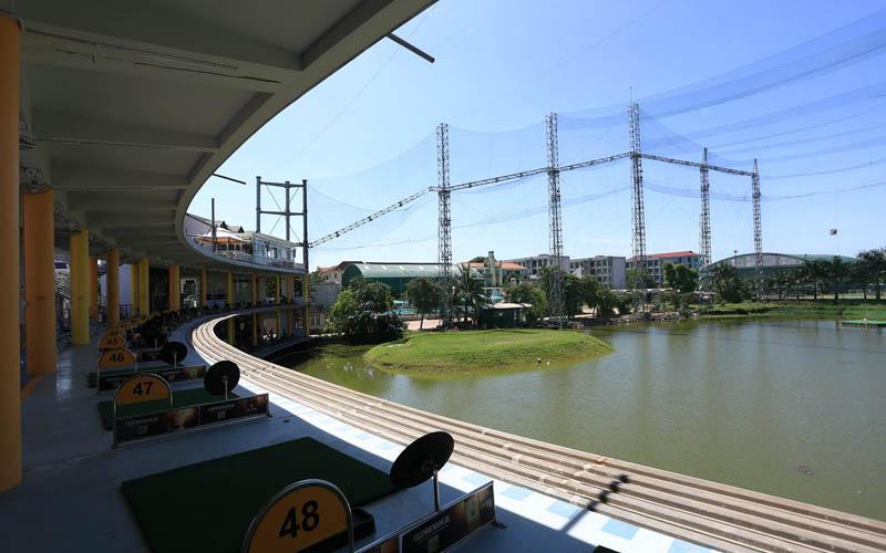 Sân tập golf Cảnh Hồ thoáng đãng và mát mẻ