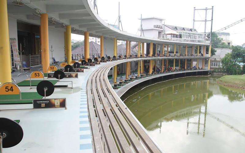 Sân golf với 2 tầng và thiết kế tạo thử thách cho người chơi