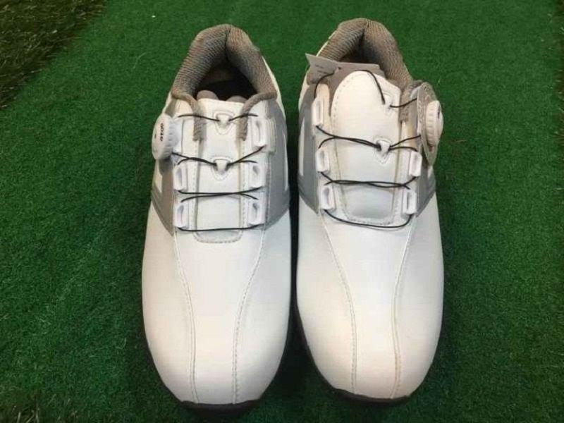 Giày golf nam Honma SR1604 khá nhẹ giúp golfer dễ dàng vận động