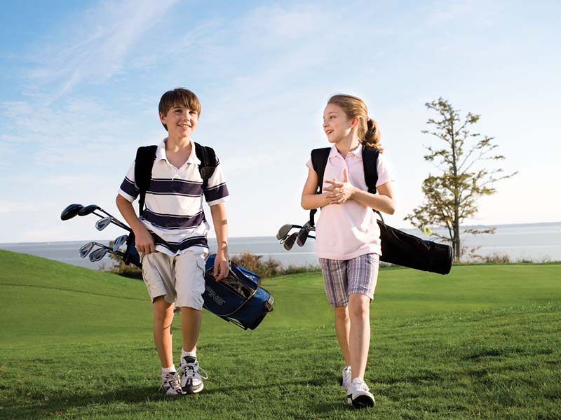 Lựa chọn quần áo golf trẻ em cần phải chú trọng