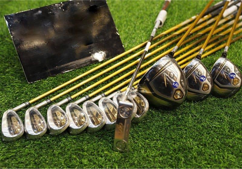 Gậy chơi golf là dụng cụ quan trọng không thể thiếu khi luyện tập