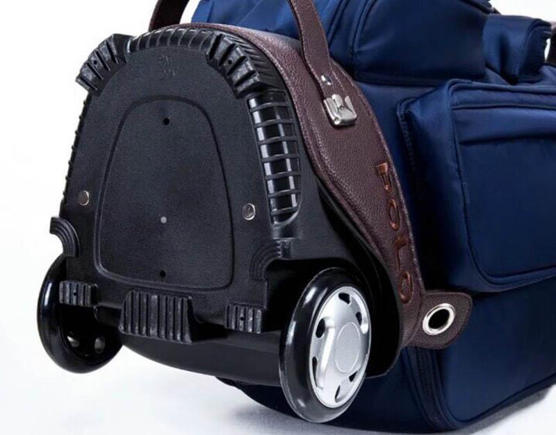 Cận cảnh bánh xe bên dưới của túi Polo