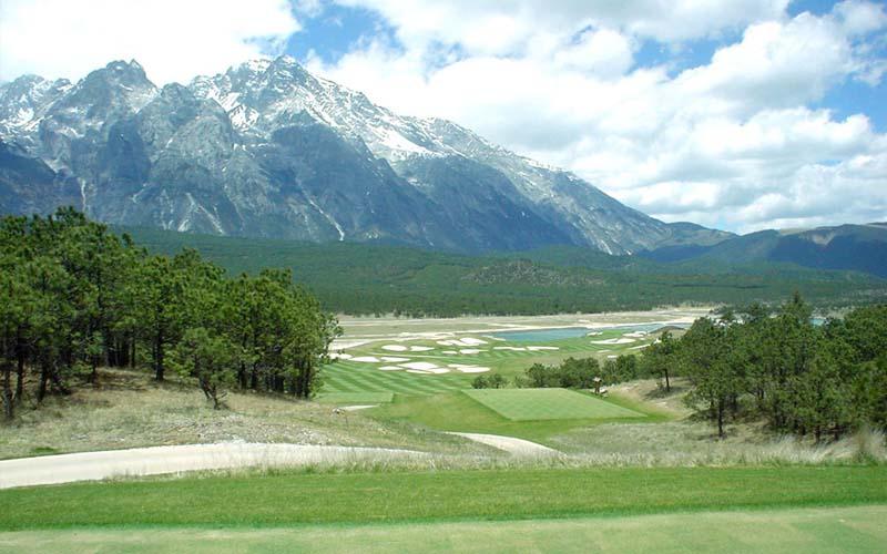 Cảnh quan huyền ảo tại sân golf Dragon Snow Mountain