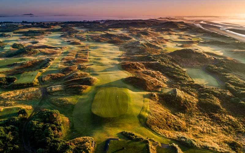 Cảnh quan tuyệt mỹ của sân golf Royal County Down tại Ireland