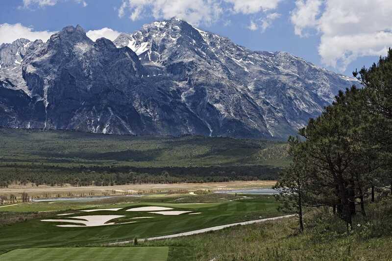 Sân golf Dragon Snow Mountain Golf Club