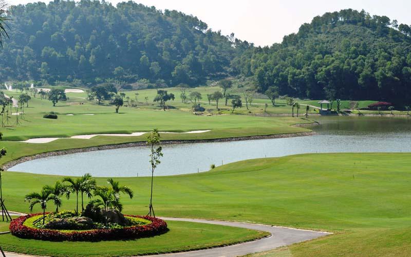 Cảnh quan tuyệt đẹp tại sân golf Móng Cái
