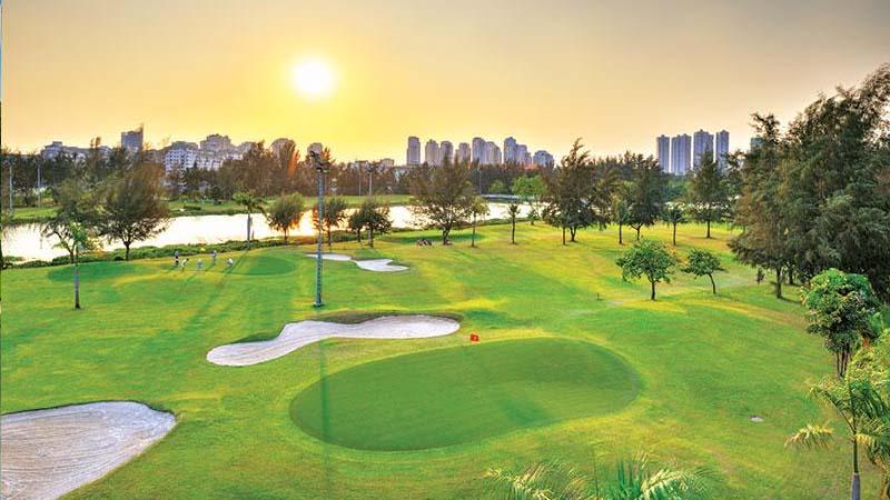 Sân golf Phú Mỹ Hưng đẹp trong trẻo