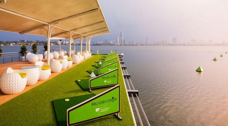 Sân tập golf khách sạn Thắng Lợi hướng ra Tây Hồ
