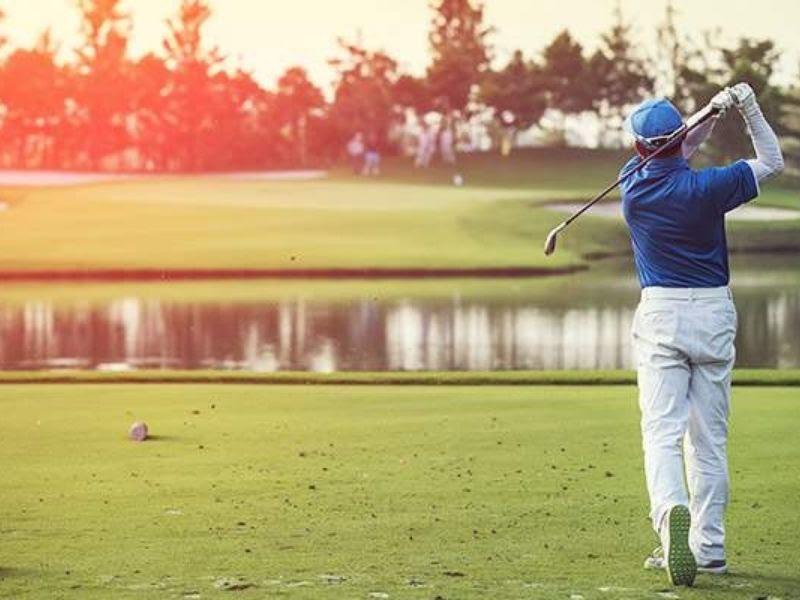 Gậy golf tay trái có những điểm riêng đặc thù phù hợp với người thuận tay trái