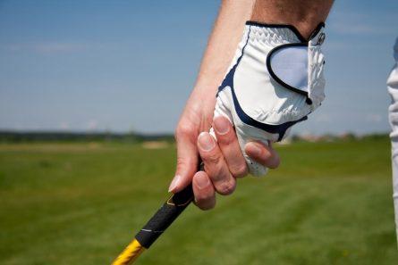 Kiểu interlock phù hợp với người chơi có bàn tay dày và nhỏ